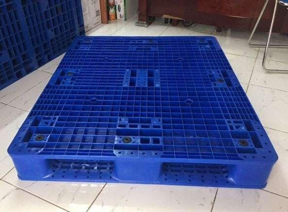 Đơn vị sản xuất pallet nhựa giá rẻ, an toàn Pallet-nhua-gia-re-2-mat