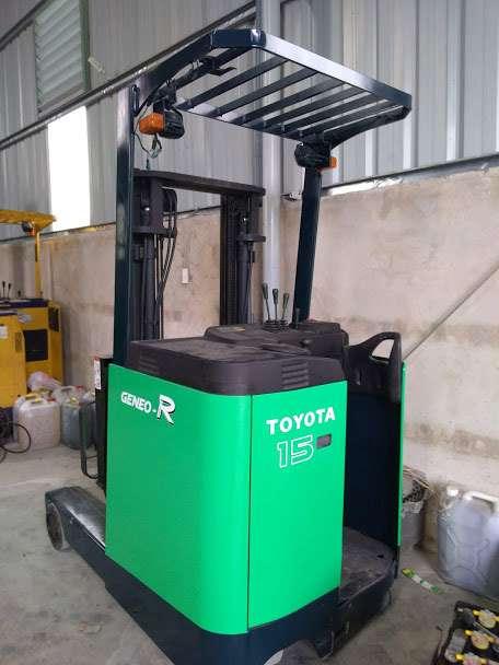 xe-nang-dien-dung-lai-toyota-reach-truck