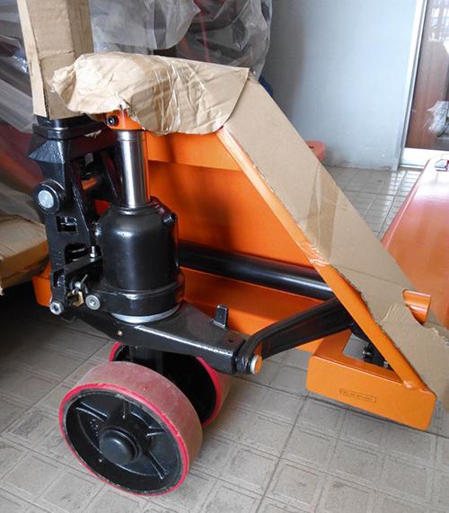 he-thong-thuy-luc-xe-nang-tay-2500kg