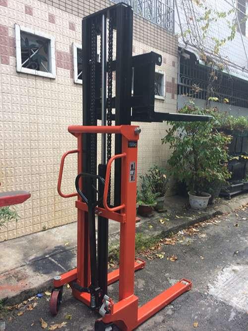 xe-nang-tay-cao-thuy-luc-1500kg