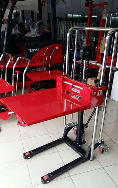 xe-nang-tay-cao-mini-400kg-noblelift