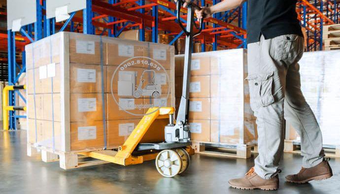 Xe nâng tay thấp dùng di chuyển hàng hóa trong gầm thấp